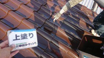屋根をメインに進行中です(^^)無機塗料独特の艶で光っています。
