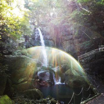 洲本市で塗装工事着工中の近くの鮎屋の滝にてミラクルショット☆