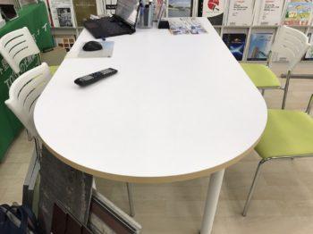 まずはテーブルをmpcで施工しました☆