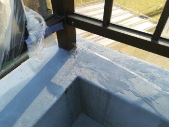 手摺があるお家はウレタン防水前に必ずしておかなければならない事があります。