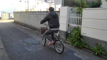 先日内装塗装中、近所だったので自転車