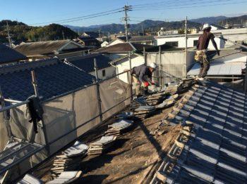 既存セメント瓦から軽量なガルバリウム鋼板に変更です。