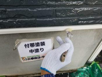 土台水切りやPS扉塗装の仕上げ塗りを行っております(^^)