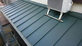徳島市 屋根葺き替え(ガルバリウム鋼板) S様邸 足場工事完了後、お引渡しを行いました(^^)