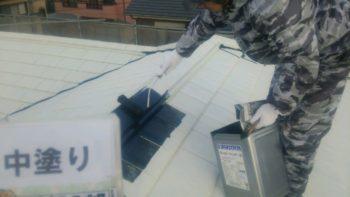屋根塗装 中塗り作業 中山コーティング