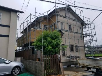 阿南市羽ノ浦 外壁塗装 H様邸 足場組立が完了し。シーリング作業を行わせて頂きます(^^)/