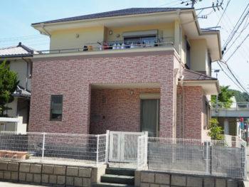 徳島県阿南市で外壁を2色の塗分け、2階は一色仕上げ