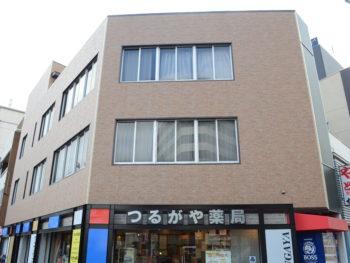 徳島市つるがや薬局様 外壁カバー工法 施工例ガルフィーユ