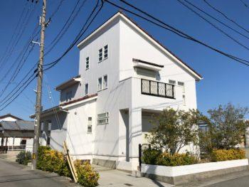 【徳島市川内町 朽ち果ててる外壁は張替え・塗替え】施工例