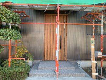 徳島 藍住 外壁 板金工事 玄関
