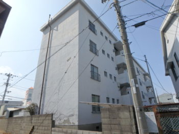 徳島県 南昭和町 施工前 マンション 裏面 全体