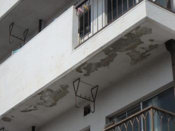 徳島県 南昭和町 施工前 マンション 軒天井 塗膜 剥がれ