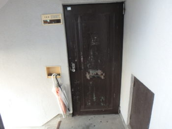 徳島県 南昭和町 施工前 マンション 玄関ドア 劣化