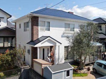 鳴門市大麻町 外壁と屋根塗装の施工例 白系色の外壁