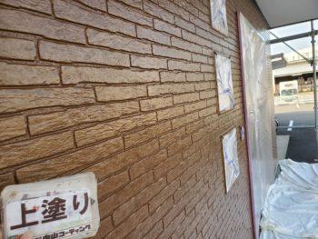 徳島県 城東町 病院 外壁 塗装 上塗り後 クリヤー 入口