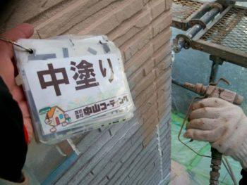 徳島県 八万 外壁塗装 中塗り 吹き付け