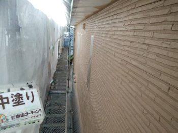 徳島県 八万 外壁塗装後 中塗り 吹き付け