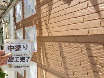 徳島県 城東町 病院 外壁 塗装 中塗り後 入口