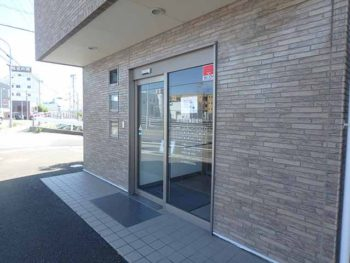 徳島県 城東町 病院 施工前 入り口